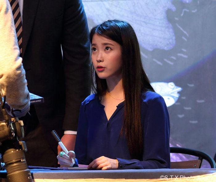 韩国歌手IU蚕室乐天百货店粉丝签名会