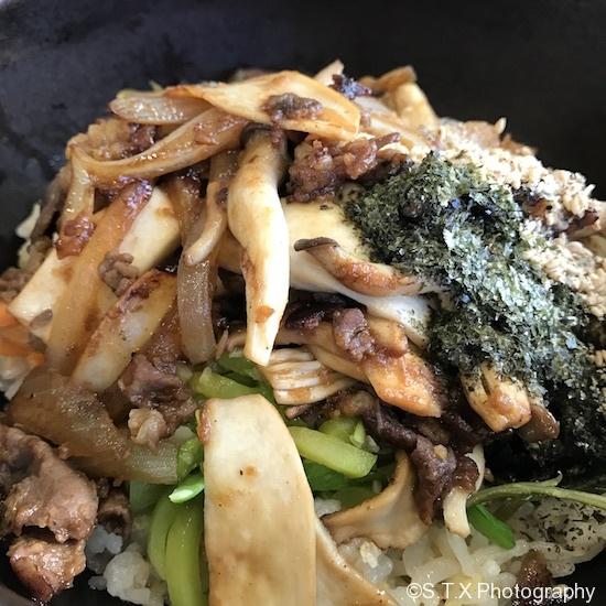 蘑菇烤肉拌饭