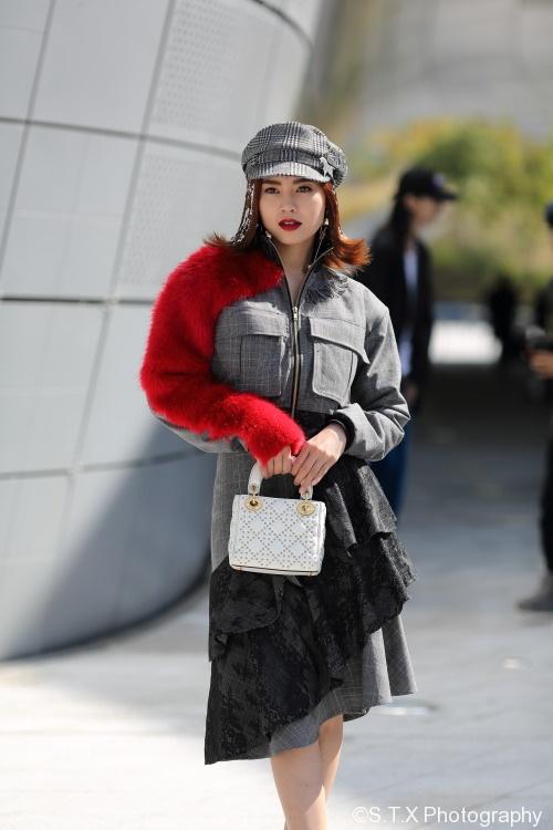 爱拍小包子_2017火遍韩国的穿搭是什么 时尚街拍女生版第三弹 | 飘在思密达