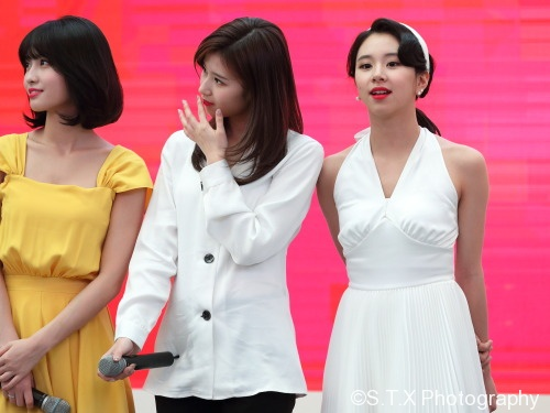 TWICE、Momo、Sana、彩瑛