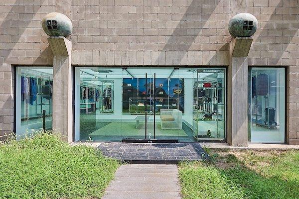 OFF-WHITE首尔旗舰店